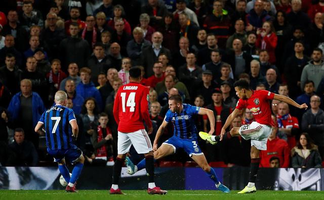 League Cup 2019/20: Chật vật hạ CLB hạng 3, Manchester United đụng Chelsea ở vòng 4 - Ảnh 1.