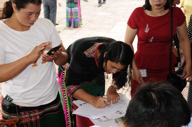 Hỗ trợ phụ nữ dân tộc thiểu số tự chủ kinh tế và phát triển kinh doanh với công nghệ 4.0 - Ảnh 4.
