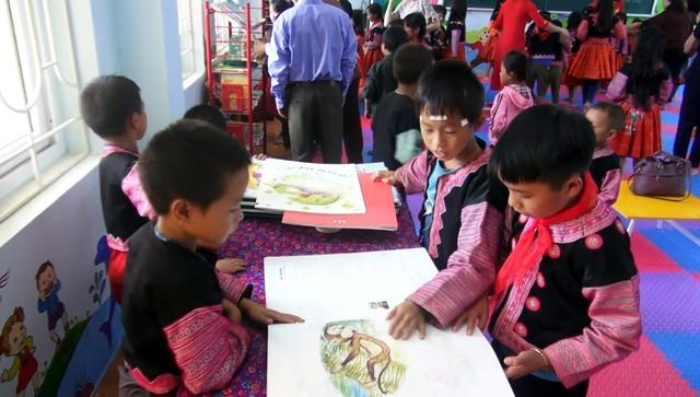 Hòa Bình: Nâng cao văn hóa đọc cho học sinh dân tộc Mông - Ảnh 1.
