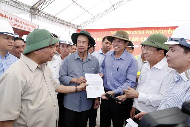Thủ tướng Nguyễn Xuân Phúc kiểm tra tuyến cao tốc Trung Lương - Mỹ Thuận - Ảnh 2.
