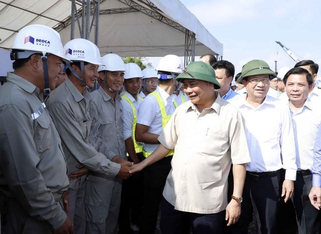 Thủ tướng Nguyễn Xuân Phúc kiểm tra tuyến cao tốc Trung Lương - Mỹ Thuận - Ảnh 1.
