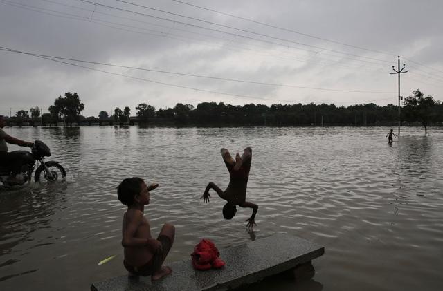 Lũ lụt nghiêm trọng tại Ấn Độ, ít nhất 44 người thiệt mạng - Ảnh 1.