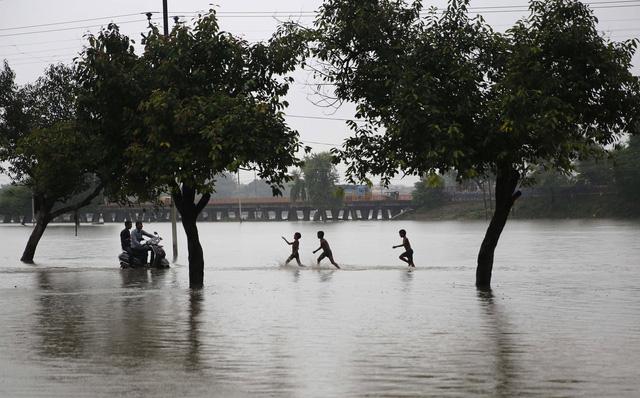Lũ lụt nghiêm trọng tại Ấn Độ, ít nhất 44 người thiệt mạng - Ảnh 6.