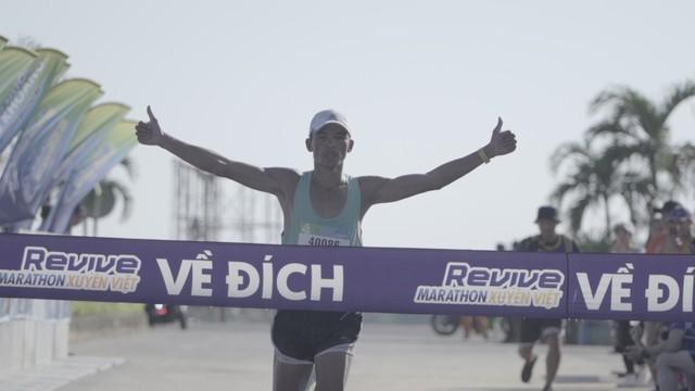 Revive Marathon xuyên Việt - Tập 3: Diễn viên Hữu Vi bứt phá về đích ở cự li 21km - Ảnh 8.