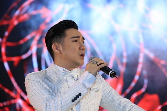 Quang Hà khiến Đan Trường, Bằng Kiều nể phục sau sự cố cháy sân khấu - Ảnh 4.