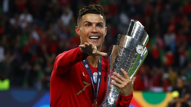 Cristiano Ronaldo lần thứ 10 nhận giải thưởng Cầu thủ xuất sắc nhất Bồ Đào Nha - Ảnh 1.