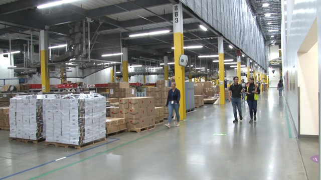 Trải nghiệm công việc tại nhà kho của Amazon - Ảnh 2.