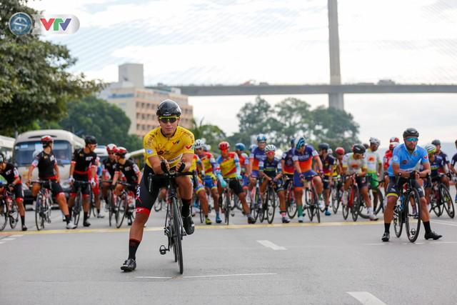 ẢNH: Những khoảnh khắc ấn tượng chặng 3 Giải xe đạp quốc tế VTV Cúp Tôn Hoa Sen 2019 - Ảnh 1.