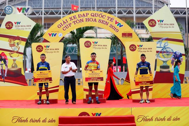 ẢNH: Những khoảnh khắc ấn tượng chặng 3 Giải xe đạp quốc tế VTV Cúp Tôn Hoa Sen 2019 - Ảnh 15.