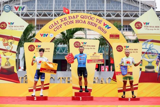 ẢNH: Những khoảnh khắc ấn tượng chặng 3 Giải xe đạp quốc tế VTV Cúp Tôn Hoa Sen 2019 - Ảnh 17.