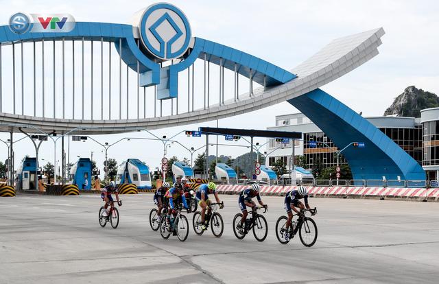 ẢNH: Những khoảnh khắc ấn tượng chặng 3 Giải xe đạp quốc tế VTV Cúp Tôn Hoa Sen 2019 - Ảnh 2.