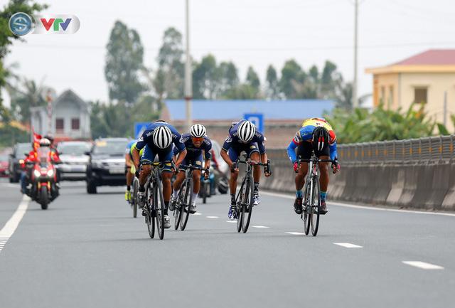 ẢNH: Những khoảnh khắc ấn tượng chặng 3 Giải xe đạp quốc tế VTV Cúp Tôn Hoa Sen 2019 - Ảnh 6.