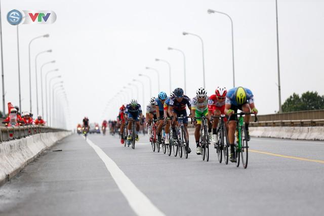 ẢNH: Những khoảnh khắc ấn tượng chặng 3 Giải xe đạp quốc tế VTV Cúp Tôn Hoa Sen 2019 - Ảnh 7.