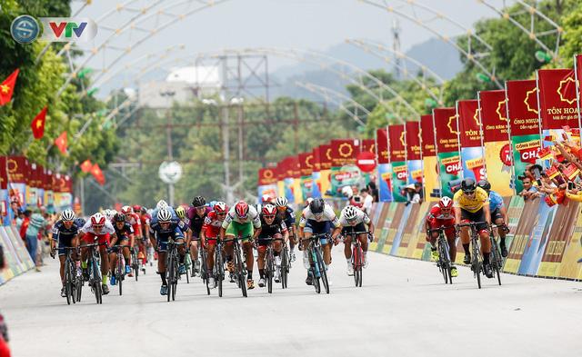ẢNH: Những khoảnh khắc ấn tượng chặng 3 Giải xe đạp quốc tế VTV Cúp Tôn Hoa Sen 2019 - Ảnh 9.
