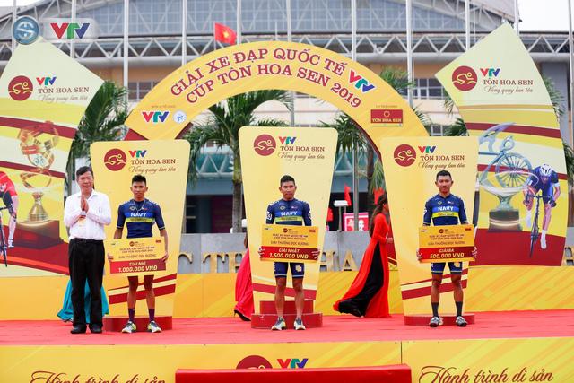 ẢNH: Những khoảnh khắc ấn tượng chặng 3 Giải xe đạp quốc tế VTV Cúp Tôn Hoa Sen 2019 - Ảnh 13.