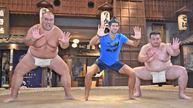 Novak Djokovic đấu... sumo tại Nhật Bản - Ảnh 2.