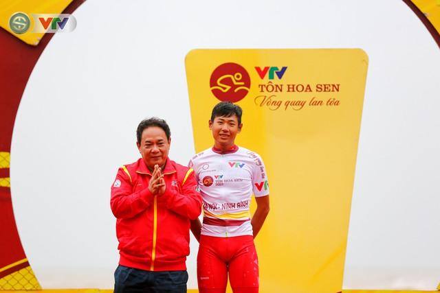 ẢNH: Những khoảnh khắc ấn tượng chặng 4 Giải xe đạp quốc tế VTV Cúp Tôn Hoa Sen 2019 - Ảnh 2.