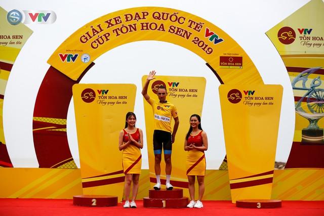 ẢNH: Những khoảnh khắc ấn tượng chặng 4 Giải xe đạp quốc tế VTV Cúp Tôn Hoa Sen 2019 - Ảnh 15.