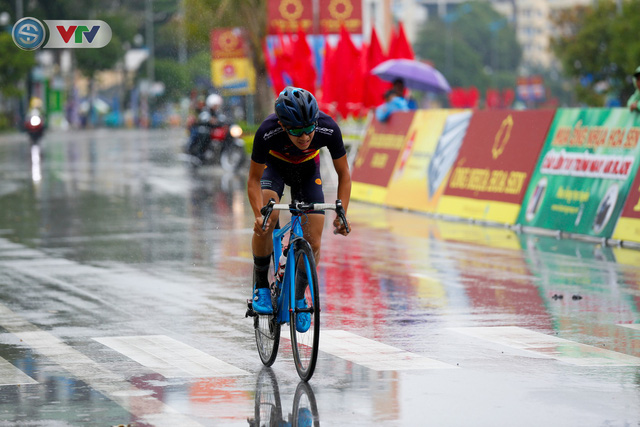 ẢNH: Những khoảnh khắc ấn tượng chặng 4 Giải xe đạp quốc tế VTV Cúp Tôn Hoa Sen 2019 - Ảnh 7.