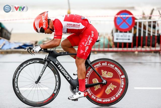 ẢNH: Những khoảnh khắc ấn tượng chặng 4 Giải xe đạp quốc tế VTV Cúp Tôn Hoa Sen 2019 - Ảnh 10.