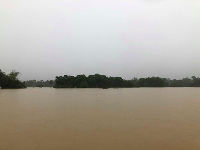 Hà Tĩnh: Nước ngập cao hơn mức báo động 3 gần 1m - Ảnh 5.