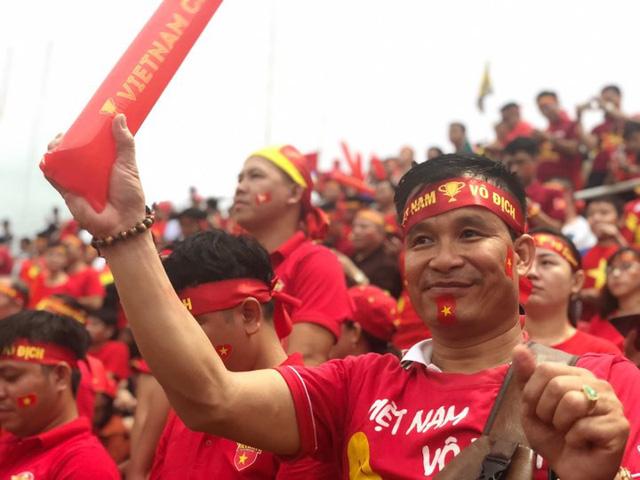 Rạo rực không khí cổ vũ đội tuyển Việt Nam tại SVĐ Thammasat - Ảnh 11.