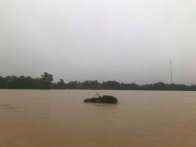 Hà Tĩnh: Nước ngập cao hơn mức báo động 3 gần 1m - Ảnh 9.