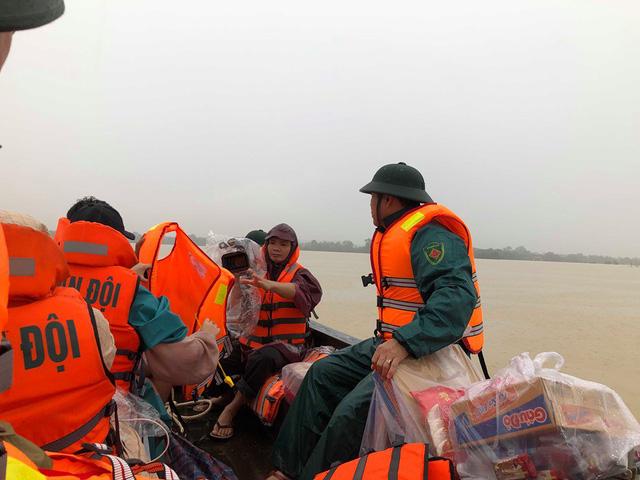 Hà Tĩnh: Nước ngập cao hơn mức báo động 3 gần 1m - Ảnh 12.