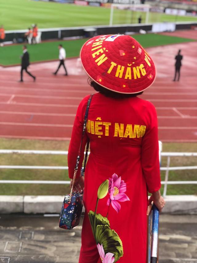 Rạo rực không khí cổ vũ đội tuyển Việt Nam tại SVĐ Thammasat - Ảnh 9.