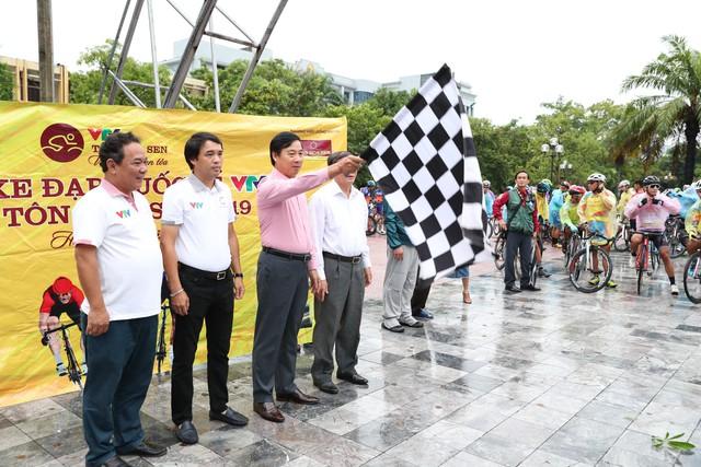 Hành động ấm tình người trước thềm chặng 5 Giải xe đạp quốc tế VTV Cúp 2019 - Ảnh 5.