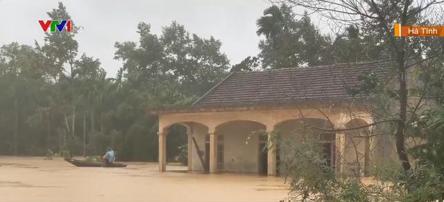 Nhiều trường hoãn khai giảng do mưa lũ - Ảnh 2.