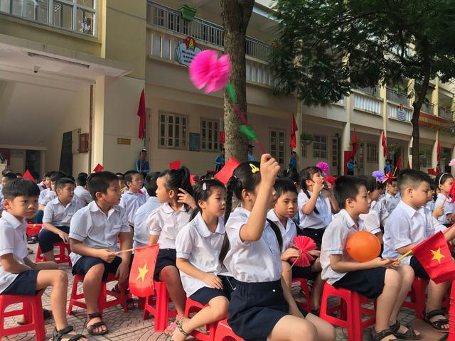 Rộn ràng không khí khai giảng năm học mới tại Hà Nội - Ảnh 9.