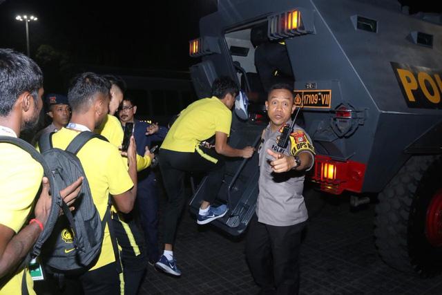 Bóng đá Indonesia nguy cơ bị phạt nặng vì đêm kinh hoàng sau trận thua Malaysia - Ảnh 2.