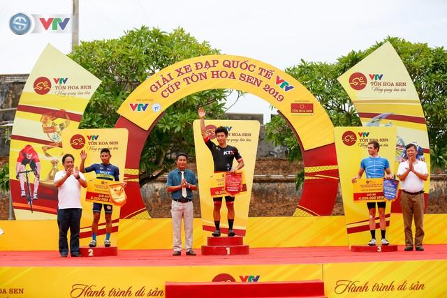 ẢNH: Những khoảnh khắc ấn tượng chặng 6 Giải xe đạp quốc tế VTV Cúp Tôn Hoa Sen 2019 - Ảnh 14.