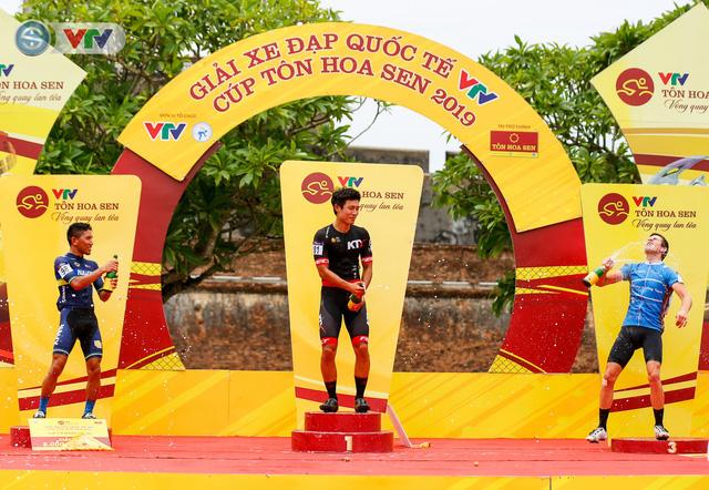 ẢNH: Những khoảnh khắc ấn tượng chặng 6 Giải xe đạp quốc tế VTV Cúp Tôn Hoa Sen 2019 - Ảnh 15.