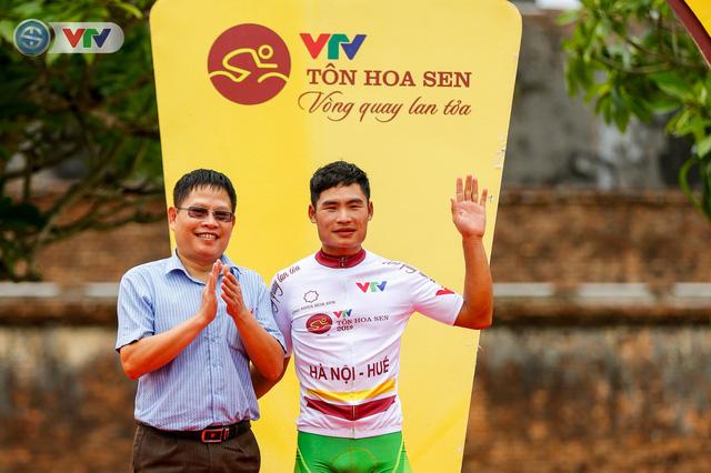 ẢNH: Những khoảnh khắc ấn tượng chặng 6 Giải xe đạp quốc tế VTV Cúp Tôn Hoa Sen 2019 - Ảnh 16.