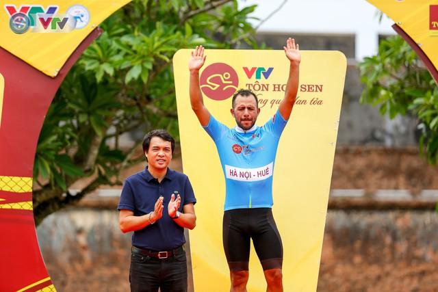 ẢNH: Những khoảnh khắc ấn tượng chặng 6 Giải xe đạp quốc tế VTV Cúp Tôn Hoa Sen 2019 - Ảnh 17.