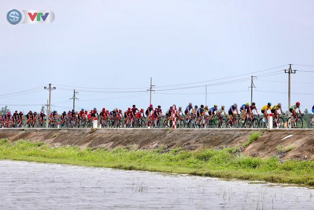 ẢNH: Những khoảnh khắc ấn tượng chặng 6 Giải xe đạp quốc tế VTV Cúp Tôn Hoa Sen 2019 - Ảnh 7.