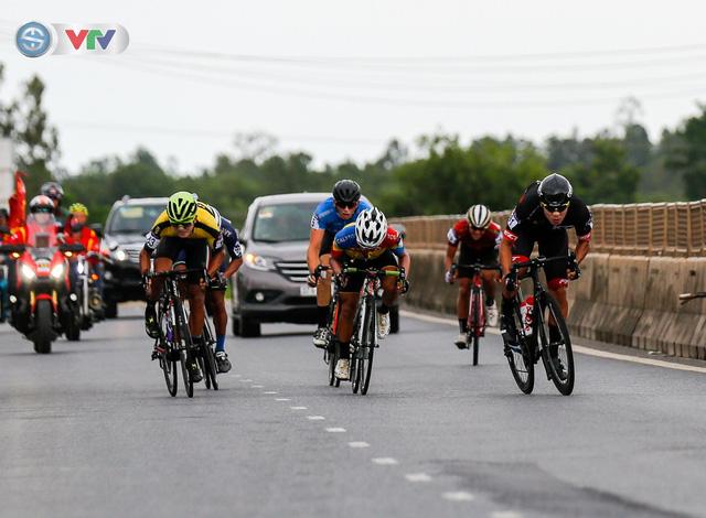 ẢNH: Những khoảnh khắc ấn tượng chặng 6 Giải xe đạp quốc tế VTV Cúp Tôn Hoa Sen 2019 - Ảnh 10.