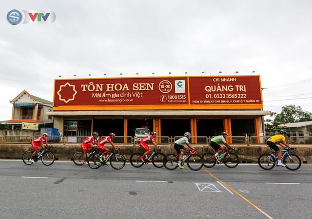 ẢNH: Những khoảnh khắc ấn tượng chặng 6 Giải xe đạp quốc tế VTV Cúp Tôn Hoa Sen 2019 - Ảnh 6.