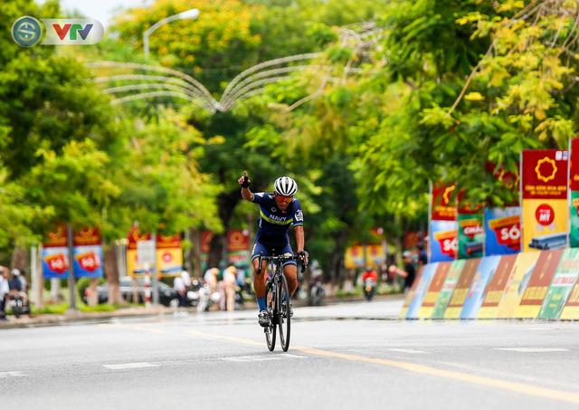 ẢNH: Những khoảnh khắc ấn tượng chặng 6 Giải xe đạp quốc tế VTV Cúp Tôn Hoa Sen 2019 - Ảnh 12.