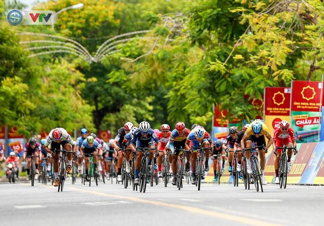 ẢNH: Những khoảnh khắc ấn tượng chặng 6 Giải xe đạp quốc tế VTV Cúp Tôn Hoa Sen 2019 - Ảnh 13.