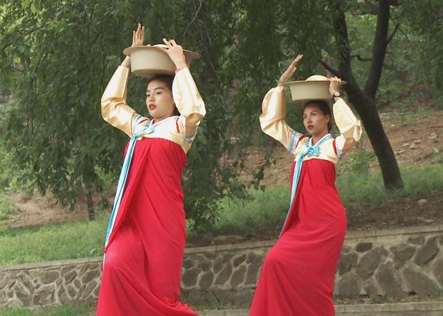 Hoa hậu Kỳ Duyên - Minh Triệu với những hình ảnh ngọt ngào tại Cuộc đua kỳ thú 2019 - Ảnh 7.