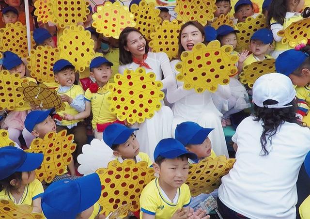 Hoa hậu Kỳ Duyên - Minh Triệu với những hình ảnh ngọt ngào tại Cuộc đua kỳ thú 2019 - Ảnh 4.