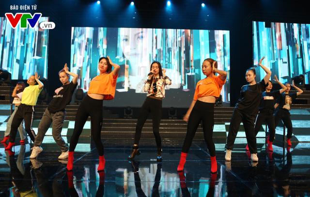 Hồ Ngọc Hà lần đầu xuất hiện trên sân khấu VTV Awards - Ảnh 4.