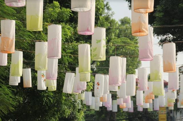 Phố Phùng Hưng rực rỡ với hàng trăm đèn lồng đón Trung thu - Ảnh 3.