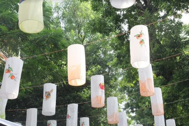Phố Phùng Hưng rực rỡ với hàng trăm đèn lồng đón Trung thu - Ảnh 5.