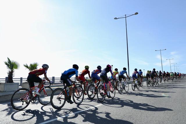 ẢNH: Những khoảnh khắc ấn tượng chặng 8 Giải xe đạp quốc tế VTV Cúp Tôn Hoa Sen 2019 - Ảnh 3.