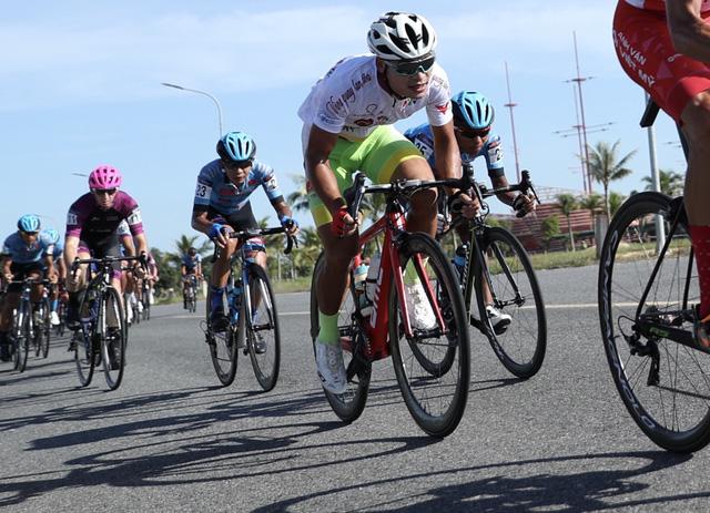 ẢNH: Những khoảnh khắc ấn tượng chặng 8 Giải xe đạp quốc tế VTV Cúp Tôn Hoa Sen 2019 - Ảnh 4.