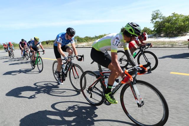 ẢNH: Những khoảnh khắc ấn tượng chặng 8 Giải xe đạp quốc tế VTV Cúp Tôn Hoa Sen 2019 - Ảnh 7.